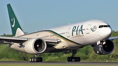 AP-BGY (AnDyMHoLdEn) Tags: pia pakistaninternationalairlines 777 boeing777 egcc airport manchester manchesterairport 23l