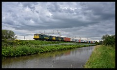 86627/86608 (Lewis_Hurley) Tags: 86627 86608 86 class86 cans freightliner electric freight 4m87 shilton canal uk england warwickshire oxfordcanal wcml westcoastmainline clouds cloud mood intermodal containers train railway doublehead