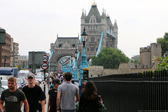 Tower Bridge, London (Rick & Bart) Tags: london uk city urban rickvink rickbart canon eos70d towerbridge bridge architecture thames everydaypeople people strangers streetphotography candid