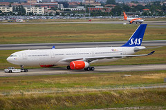 SAS - Airbus A330-343 F-WWCE (SE-REH) @ Toulouse Blagnac (Shaun Grist) Tags: fwwce sereh sas scandanavianairlines airbus a330 a330343 taxiing shaungrist tls lfbo toulouse blagnac france airport aircraft aviation aeroplanes airline avgeek