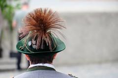MITTENWALD - BAVARIAN STYLE (Maikel L.) Tags: europa europe deutschland germany alemania bayern bayerisch bavaria bavarian mittenwald tracht traditionaldress mann man guy hut hat gamsbart tradition