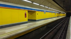 Underground Madrid... (Lea Ruiz Donoso) Tags: madrid metro station estacion pueblonuevo nobody nadie estacióndemetro subwaystation colorful color perspective lineas arquitectura metrostation transporte transport tunnel 2019 metrodemadrid