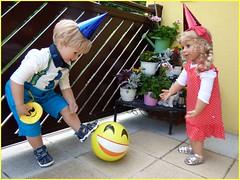 Hab' ihn ! / I've got it ! (ursula.valtiner) Tags: puppe doll luis bärbel künstlerpuppe masterpiecedoll ball playing ballspielen