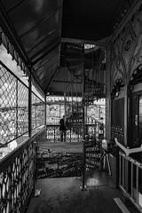 au bout (Rudy Pilarski) Tags: nikon nb bw bâtiment building monochrome old architecture architectura abstract abstrait architectural ancien métal line ligne lumière lisbonne lisbao portugal europe europa structure structural structura