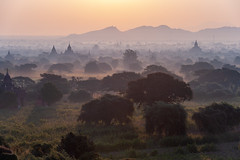 Mist and backlight (SLpixeLS) Tags: asie myanmar burma birmanie earthasia temple pagoda sunrise mist morning happyplanet asiafavorites atmosphere misty