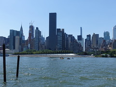 201906122 New York City Midtown and East River (taigatrommelchen) Tags: 20190625 usa ny newyork newyorkcity nyc manhattan queens midtown river eastriver island sky icon city building skyline