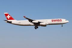 Airbus A340-313 Swiss International Air Lines HB-JMB (Niko Hpx) Tags: airbus a340313 airbusa340313 a340300 a343 swissinternationalairlines swiss hbjmb msn545 cn545 340313x fwwjl cfmicfm565c4 cfmi cfm565c4 cfminternational lx swr lx5536 swr5536 landing attérissage lflx chr châteaurouxdéols châteaurouxcentre inflight quadriréacteur fourengined