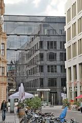 PIZZ- (roberke) Tags: architecture architectuur gebouw building windows ramen vensters street straat reklame sky lucht reflections reflecties leipzig germany duitsland fietsen bikes