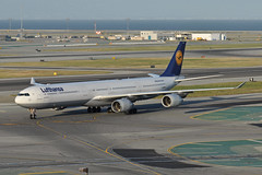 D-AIHD (Rich Snyder--Jetarazzi Photography) Tags: lufthansa dlh lh airbus a340 a340600 a340642 a346 daihd arriving arrival sanfranciscointernationalairport sfo ksfo millbrae california ca airplane airliner aircraft jet plane jetliner westfieldgarage