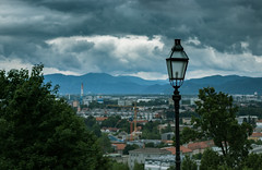 Lubiana • 1 (manuelbeinat) Tags: lubiana slovenia naturephotography urbanphotography urbanphotos urban city moody moodyclouds clouds cloudyday sky castle