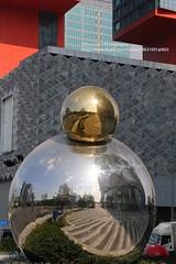 Chengdu, Yintai Mall IN99, art (blauepics) Tags: china sichuan province provinz chengdu buildings gebäude house haus architecture architektur modern chinesische chinese shiny glänzend stylish art kunst city stadt steel stahl reflections spiegelung round rund ball kugel yintai mall in99