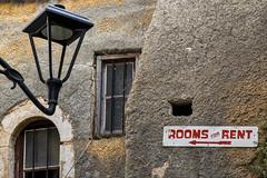 Rooms for rent (Lucille-bs) Tags: europe grèce crète chania hania lacanée xania lanterne mur fenêtre roomsforrent panneau barreaux