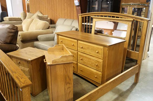 House of Oak & Sofas 3-piece bedroom set including bed, dresser with mirror and night stand ($1.176.00)