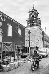 Mercado y moto (Marcos Núñez Núñez) Tags: street streetphotography national blackandwhite blancoynegro bw oaxaca mx moto canon canoneosrebelt5
