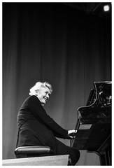 Julia Hülsmann #2 (Christoph Schrief) Tags: frankfurtammain jazzimpalmengarten juliahülsmannquartett jazz improvisedmusic leicadlux109 digital silverefex