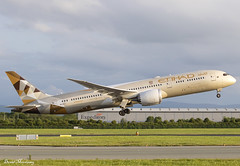 Etihad Airways 787-9 A6-BLT (birrlad) Tags: dublin dub international airport ireland aircraft aviation airplane airplanes airline airliner airlines airways takeoff departure departing rotate climbing runway sunlight sunset evening etihad boeing b787 b789 787 7879 a6blt dreamliner