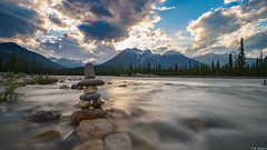 Rocky Mountain Sunset (Migge88) Tags: kanada urlaub fluss river creek sony alpha 6500 canada america amerika nord holiday reisen travel steine stone blau blue wolken clouds forest wald wasser water langzeitbelichtung grün green berge mountain wanderen hiking schnee snow sonne sun sky himmel landschaft landscape wild wildniss sunset sonnenuntergang natur nature stream strom tannenbäume pine mountains