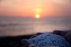 MariErmi al tramonto e i suoi quarzi (Gina.Di) Tags: sardegna mariermi penisolasinis cabras chicchidiriso spiaggia tramonto mare sea sky beach oristanese