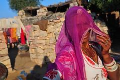 India- Rajasthan- near Kheemsvar (venturidonatella) Tags: india rajasthan asia persone people gentes gente portrait ritratto donne donna woman women colori colors nikon nikond300 d300 emozioni emotion kheemsvar rosa pink fucsia velo sari