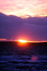 Sonne im Meer (sveweg) Tags: sonnenuntergang sundown sonne meer strand urlaub holidays dänemark romantik