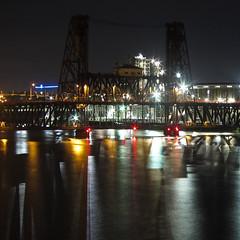 Steel Bridge (schromann) Tags: portland oregon river fluss nachts night willamette double deck union pacific vertical lift