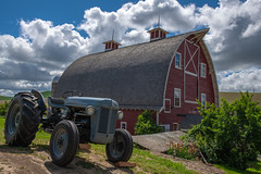 Palouse Barn (jeff's pixels) Tags: barn tractor truck landscape palouse washington pnw nikon