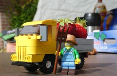 Strawberry Lorry (captain_joe) Tags: toy spielzeug 365toyproject lego minifigure minifig car auto 4wide demarco series15 farmer
