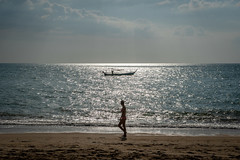 Beachwalk (Frank KR) Tags: beach beachwalk sun sunset sundown strand sand whitesand boat boattrip clouds sel1670z sonyflickraward