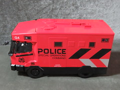 20190713160333 (imranbecks) Tags: 124 spf tactical vehicle tav ptu soc sg singapore police force diecast scale model polwel special operations command unit ang chia red mercedes mercedesbenz 1023a ym1953d collectible benz