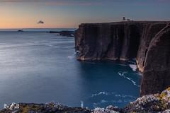 Eshaness, Shetland at Simmer Dim (Renate van den Boom) Tags: 07juli 2019 architectuur eshaness europa grootbrittannië jaar landschap maand mainland natuur renatevandenboom rots shetland vuurtoren zeeoceaan zon zonsondergang