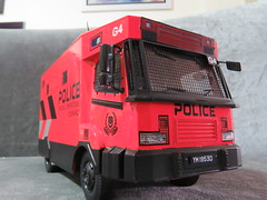 20190713161415 (imranbecks) Tags: 124 spf tactical vehicle tav ptu soc sg singapore police force diecast scale model polwel special operations command unit ang chia red mercedes mercedesbenz 1023a ym1953d collectible benz