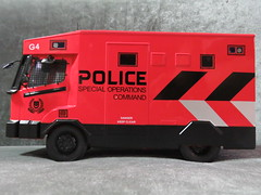 20190713161529 (imranbecks) Tags: 124 spf tactical vehicle tav ptu soc sg singapore police force diecast scale model polwel special operations command unit ang chia red mercedes mercedesbenz 1023a ym1953d collectible benz