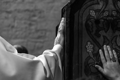 toccare il sacro / touching the sacred (hydRometra) Tags: worship france chiesa culto curch bnw prete messa persone indoor holymass gitani camargue praying celebration monochrome madonnenere preghiera sacerdote gipsy bn saintesmariesdelamer priest people bw francia