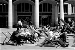 Lunch - DSCF3014a (normko) Tags: london city square mile cityoflondon paternoster lunch time eating takeaway deckchair
