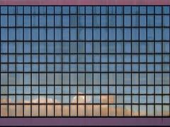 quadrierter himmel | mailand/milano | 1906 (feliksbln) Tags: mailand milano milan himmel cielo sky blau azul blue wolken clouds nubes gebäude building edificio fenster windows ventanas spiegelung reflexion reflexión geometrie geometry geometría lines linien líneas wiederholung repetition repeticion muster pattern patrón fassade fachada facade front architektur architecture arquitectura structure estructura struktur asymmetrya abstracture