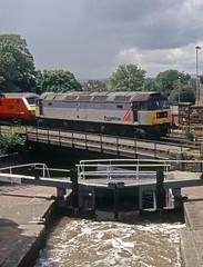 47197 Chester Northgate 4th July 2004 (John Eyres) Tags: freightliner47197onhiretovirginwestcoastforthesunday1325chesterholyheadpassingnorthgatelocks chester040704
