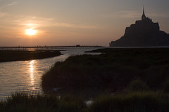 Sunset in Normandy (Michel Couprie) Tags: europe france normandy normandie montsaintmichel couesnon river fleuve coucherdesoleil sunset silhouette backlight reflection reflect reflet canon eos couprie ef50mmf12l