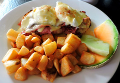 Eggs benedict with Montreal smoked meat; home fries; melon and canteloupe (Will S.) Tags: montrealsmokedmeat mypics eggsbenedict hollandaisesauce poachedeggs homefries melon canteloupe potatoes fried softpoachedeggs