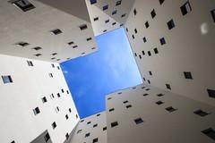 Blue Z (Elbmaedchen) Tags: durchblick innenhof himmel sky blau blue häuser z windows berlin friedrichshain strahlauerplatz