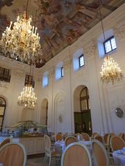 Maritim Frühstück im Apollosaal 2 (Sophia-Fatima) Tags: maritimhotel fulda hessen deutschland apollosaal frühstück kronleuchter