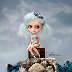The big fish 🐠🐟 (pure_embers) Tags: pure embers blythe doll dolls custom olydolls oly pureemberswilhelmina wilhelmina neo uk laura england girl pretty pureembers photography takara portrait blue mohair rocks fish swimsuit sky story toys