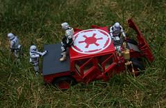 Troopers-Stuck_Livonia-MI_07-13-2019a (Count_Strad) Tags: stormtroopers storm trooper firstorder kylo starwars figures stormtrooper