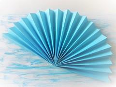 Fan (Hannelore_B) Tags: blau blue foldedpaper picofpaper smileonsaturday