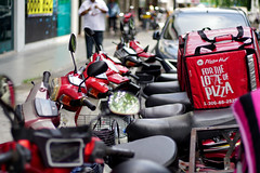 For the Love of Pizza (█ Slices of Light █▀ ▀ ▀) Tags: pizza hut food delivery motor bike motorbike scooter red pj petaling jaya 八打灵 八打灵再也 selangor 吉隆坡 kuala lumpur kl 马来西亚 malaysia 馬來西亞 sony a6500 canon ef 50mm f18 dn