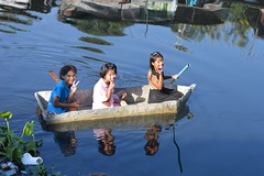 preteen girls in their fiber glass boat (the foreign photographer - ฝรั่งถ่) Tags: three preteen girls fiber glass boat khlong lard phrao portraits bangkhen bangkok thailand nikon d3200
