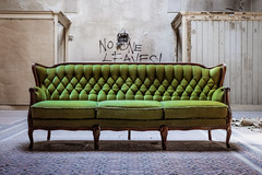 no one leaves! (_Papyrus) Tags: couch sofa architektur schwimmbad lostplace kaiserbad lumixg9 krefelderstadtbad