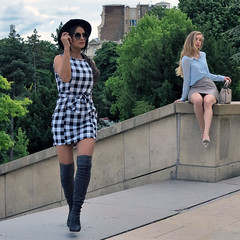 Two mannequins at work at the same time, but for two different photographers (pivapao's citylife flavors) Tags: paris france trocadero girl beauties fashion