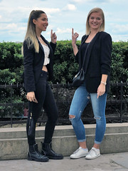 Two girlfriends in a symmetrical pose (pivapao's citylife flavors) Tags: paris france trocadero girl