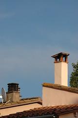 Banyoles (visol) Tags: xemeneies xememeie xemeneie xemeneia tximinia chimneys cheminées chimeneas camino chamine catalunya catalogne catalonia cataluña chimney camini cat barbacana girona tejados tejas tejado kaminköpfe lauterbrunnen estany estanydebanyoles roofs rooftops teulades teulas teulat