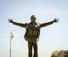 Volare I (@mmanni) Tags: volare domenicomodugno polignano polignanoamare statue hermannmejer italien italy